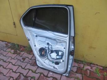 Дверь задняя левая VW Jetta 5 БУ 1K5833105E