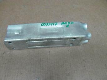 Кронштейн переднего бампера Audi A6 правый бу 4F0807134