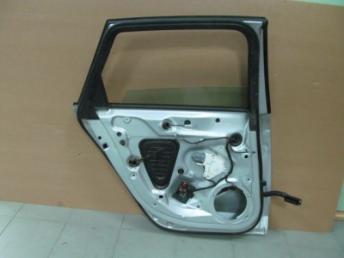 Дверь задняя левая AUDI A4 8K БУ  8K9833051D