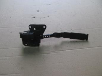 Крючок захватный капота AUDI А6 (2002-2005) Б/У 4B0823480F