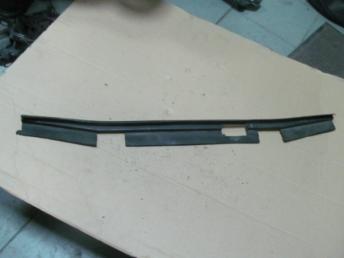 Пыльник радиатора нижний AUDI А4 (2001-2005) 8E0121292A Б/У 8E0121292A