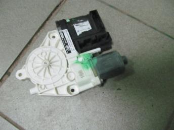 Мотор стеклоподъёмника задний правый AUDI A3 (2004-2007) БУ  8P4959802D