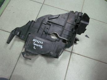 Крепление фары левое VW TOUAREG (2003-2007) БУ с дефектом  7L6941613C