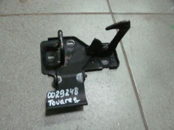 Крюк капота VW TOUAREG (2003-2010) / VW POLO (2002-2006) БУ  6Q0823480B