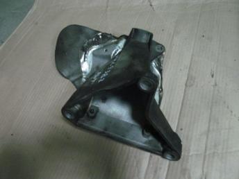 Опора двигателя правая VW PASSAT B5+ (2001-2005) 8D0199306T БУ  8D0199306T