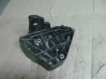 Кронштейн компрессора кондиционера AUDI A4 (1999-2001) / А6 (1998-2005) / VW PASSAT B5 PLUS (2001-2005) 4 цилиндра БУ  06B260885D