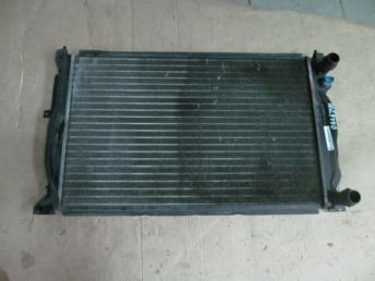 Радиатор охлаждения ДВС AUDI А4 А6 PASSAT B5+ БУ  8D0121251Q