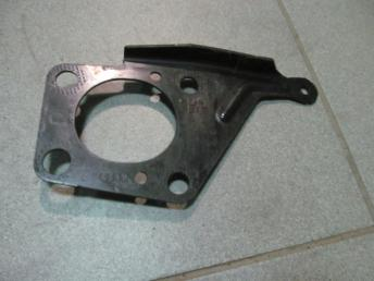 Крепёжная пластина левая AUDI A4 (2001-2008) БУ 8E0805499