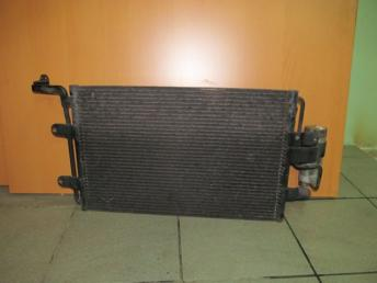 Радиатор кондиционера AUDI A3 8L БУ  1J0820413N