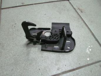 Крючок капота VW CADDY (2004-2011) / GOLF PLUS (2005-2012) / TOURAN (2003-2010) БУ  1T0823480A