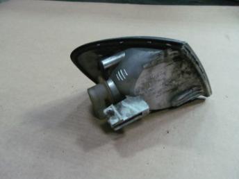 Поворотник левый AUDI А3 (1997-2000) HELLA БУ сломан 1 кронштейн 8L0953049