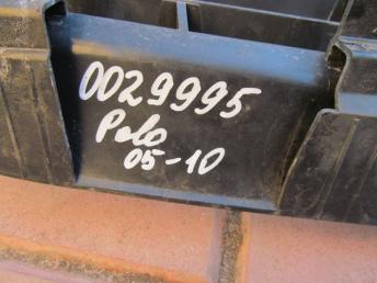 Решётка радиатора VW POLO (2005-2010) с эмблемой БУ 6Q0853653E