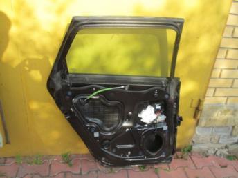 Дверь задняя левая в сборе AUDI A3  8P4833051A