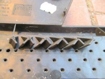 Решётка переднего бампера правая AUDI Q3 (2012-2014) БУ есть трещина 8U0807682A