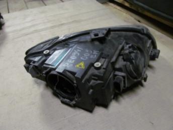 Фара левая AUDI A4 RS4  8E0941029BM