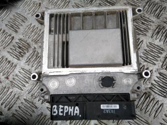 Блок управления двигателем Hyundai Verna/Accent 3910126AD1