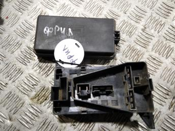 Блок предохранителей Land-Rover YWB100970