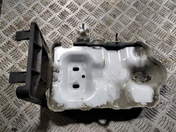 Крепление аккумулятора Opel Antara 4803384
