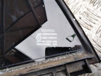 Форточка задней левой двери Toyota Auris 6812412850