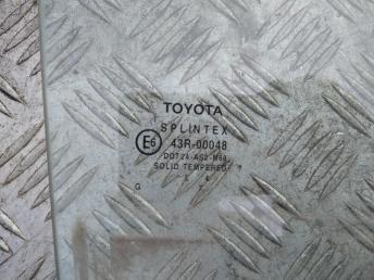 Стекло задней правой двери Toyota Avensis 2 6810305100