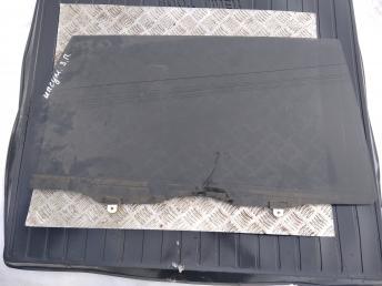 Стекло задней правой двери Toyota Ipsum 6810344130