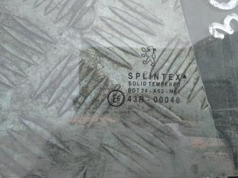 Стекло задней правой двери Peugeot 307 9204A9