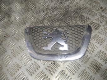Эмблема Peugeot 307 9653466777