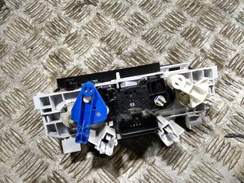 Блок управления печкой Nissan Almera G15 2711000Q0A