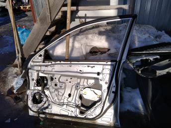 Дверь передняя правая Nissan Almera G15 801004AA8B