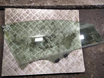Стекло передней правой двери Honda Civic 4D 8 73300SNAG12