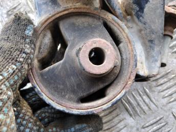 Опора двигателя левая Hyundai Matrix 2183017000