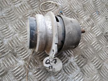 Опора двигателя Audi Q7 / VW Touareg 7L8199131A