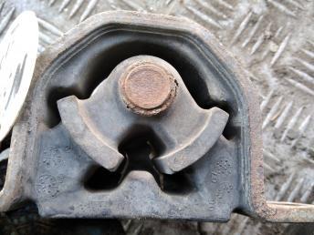 Опора двигателя правая Nissan 112104M706