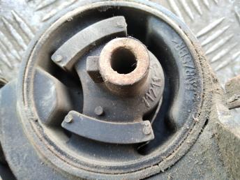 Опора двигателя правая Nissan Maxima A32/A33 1121031U02