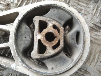 Опора двигателя Opel Corsa D 55703436