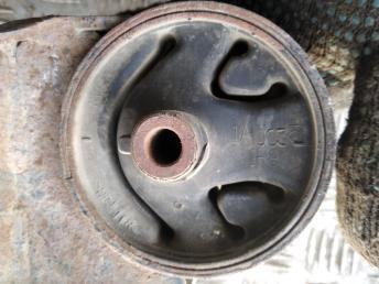 Опора двигателя КПП левая Nissan Almera N16 112215M500