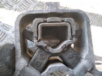 Опора двигателя правая Renault 8200204600