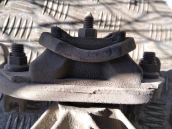 Опора двигателя КПП левая Renault 8200358147