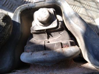 Опора двигателя правая Renault 8200338372
