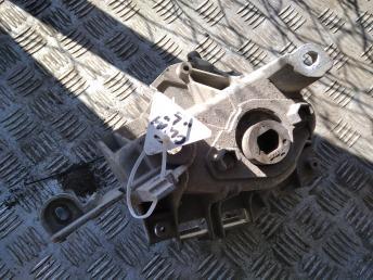 Опора двигателя левая Renault 8200089697