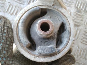 Опора двигателя правая Kia Spectra 0K2N439060B