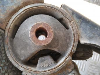 Опора двигателя задняя Toyota Avensis 123710D130