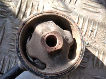 Опора двигателя правая Lexus RX 1236320020