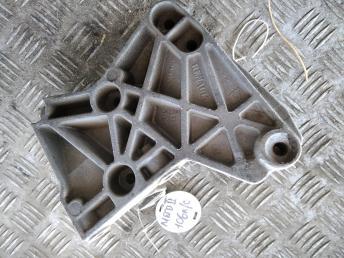 Кронштейн двигателя Renault-Nissan 8200633253