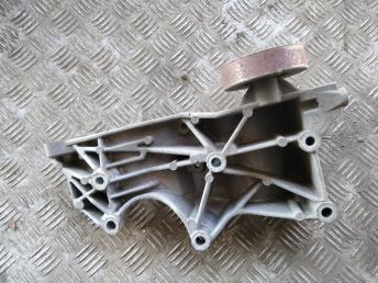 Кронштейн двигателя Audi A4 B6/B7 06D903143D