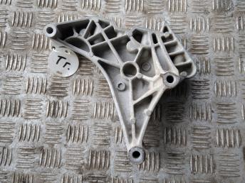 Кронштейн двигателя правый VAG 03L199207