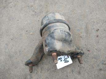 Опора двигателя правая Toyota 1237231010