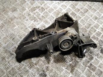 Кронштейн генератора Renault Laguna 2/3 8200183234
