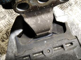 Опора двигателя правая Chevrolet Cruze 13248475