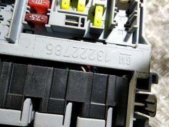 Блок предохранителей салонный Chevrolet Cruze 13222786